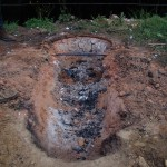 Voici la fosse après la cuisson, toute la base est consolidée par l'action du feu.