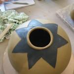 Voici le vase de Sophie fraichement décoré!