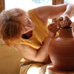 Finition du col d'un gros vase