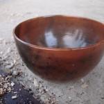 Joli bol enfumé avec des copeaux de bois.