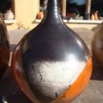 Voici un vase réalisé avec différentes terres sigillées et enfumé.