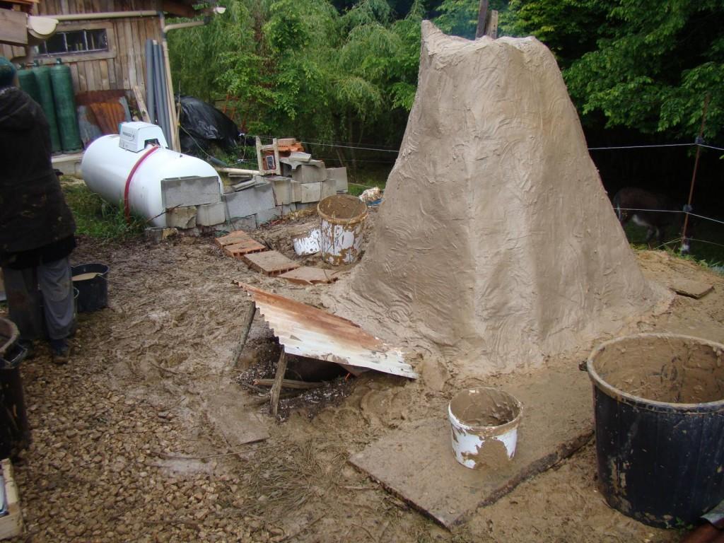 On préchauffe le four pour faire sécher les pièces et la structure du four.